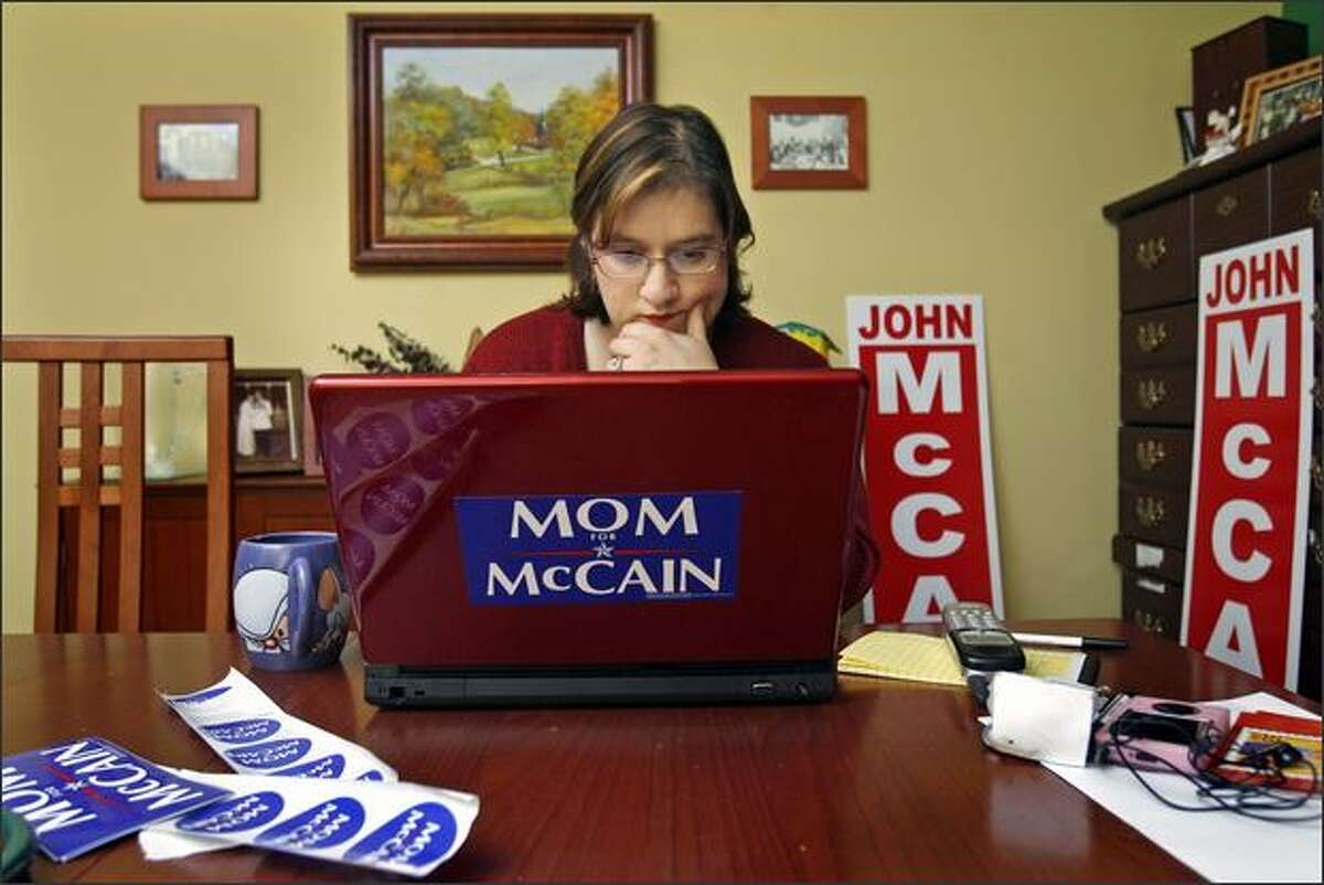 A fan of John McCain, Jean Avery works on Moms4McCain.blogspot.com in her Redmond home. Hers is one of many unofficial sites to jump into the political fray.