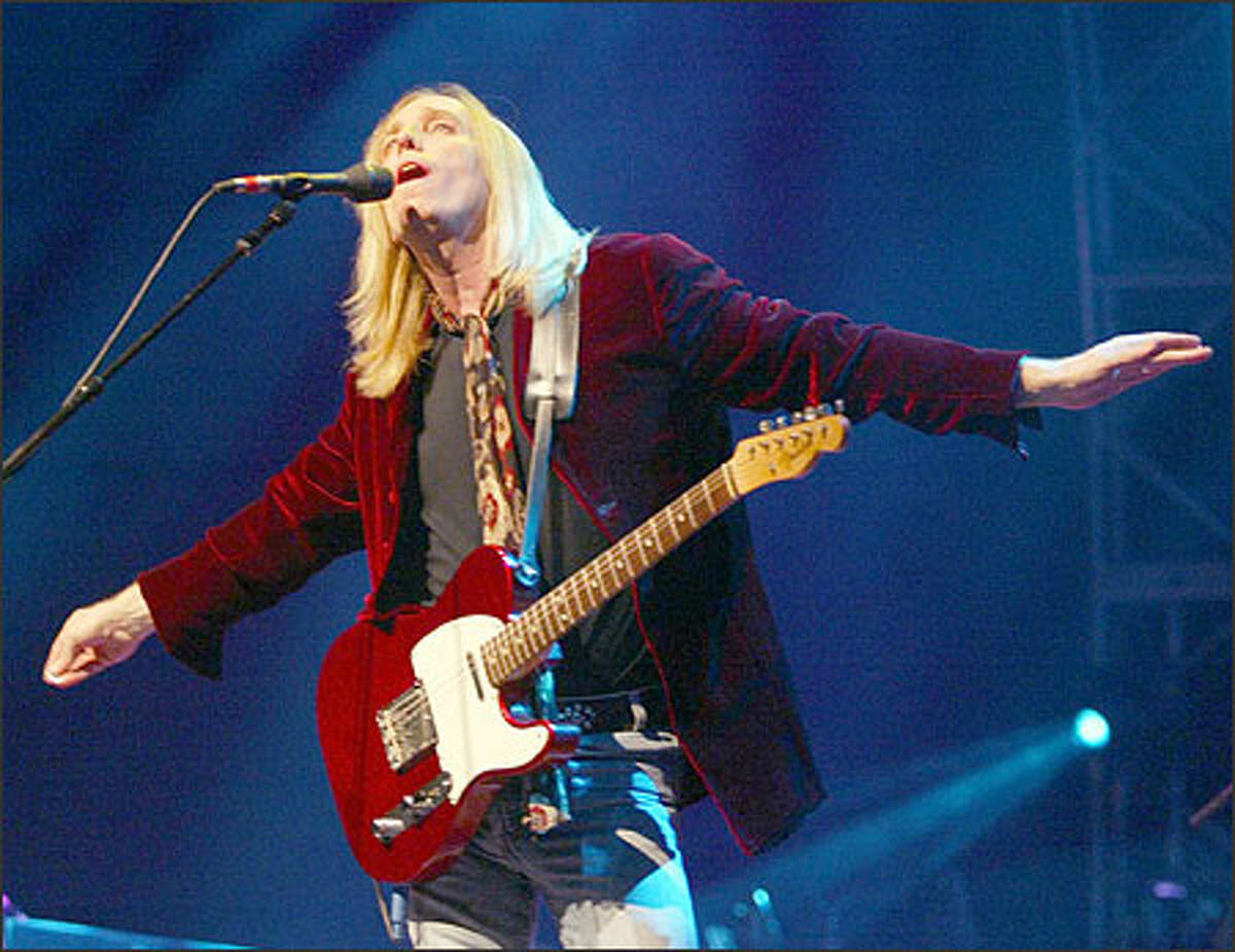 """Tom Petty sings as he and the Heartbreakers perform at the Tacoma Dome Saturday night as part of the """"Last DJ Tour"""" concert."""