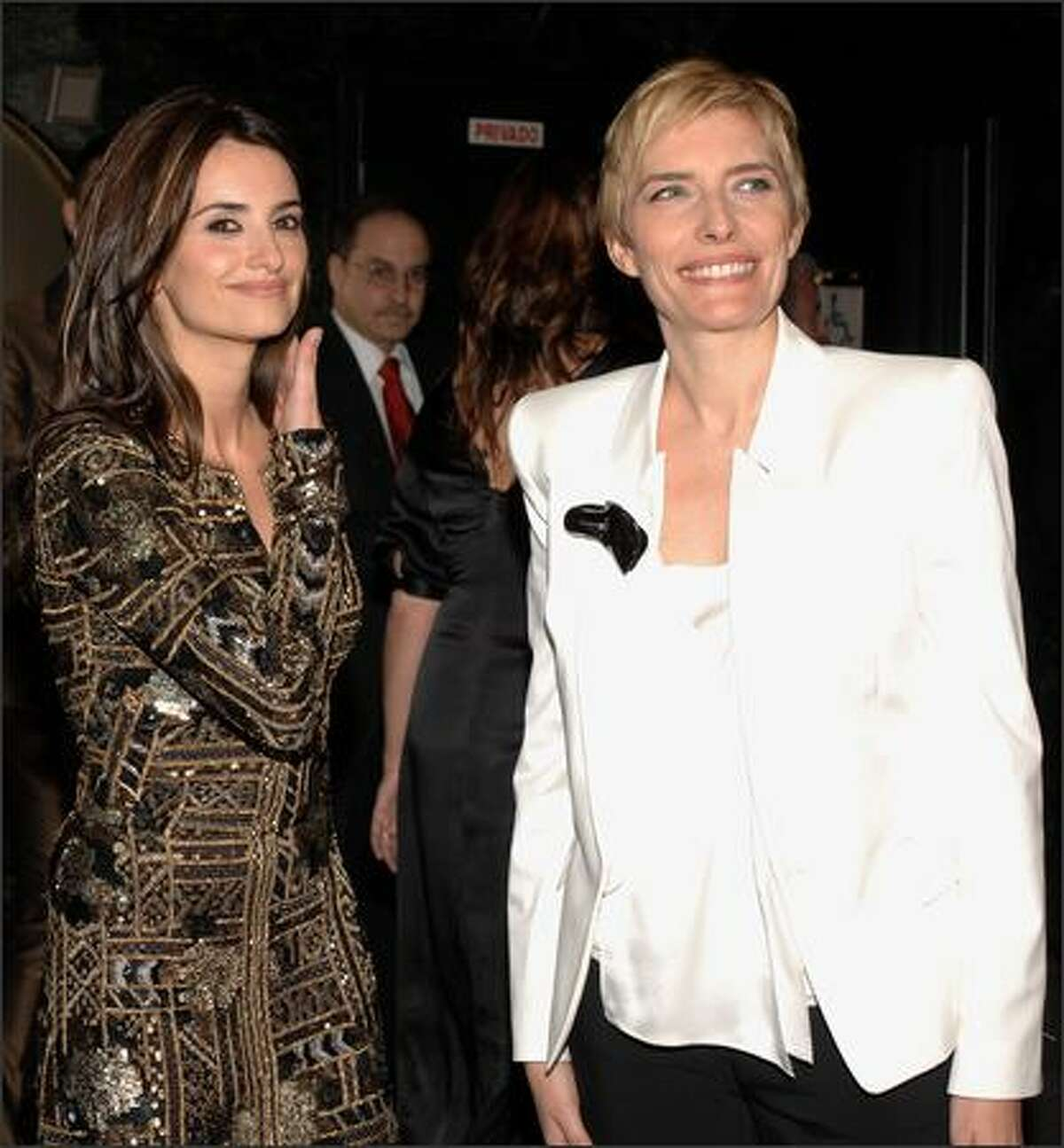 Atress Penelope Cruz (L) and Spanish Prime Minister Jose Luis Rodriguez Zapatero?s wife, Sonsoles Espinosa (R) attend the premiere of