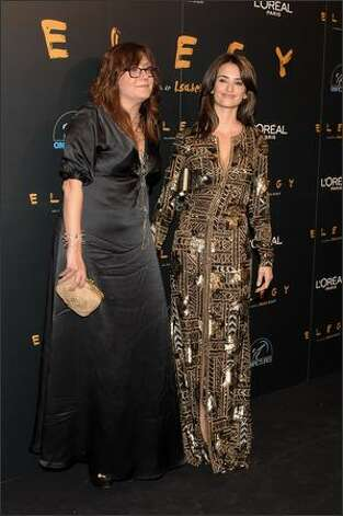 "Director Isabel Coixet (L) and actress Penelope Cruz (R) attend the premiere of ""Elegy"" on April 16, 2008 at Capitol cinema in Madrid, Spain. Photo: Getty Images"