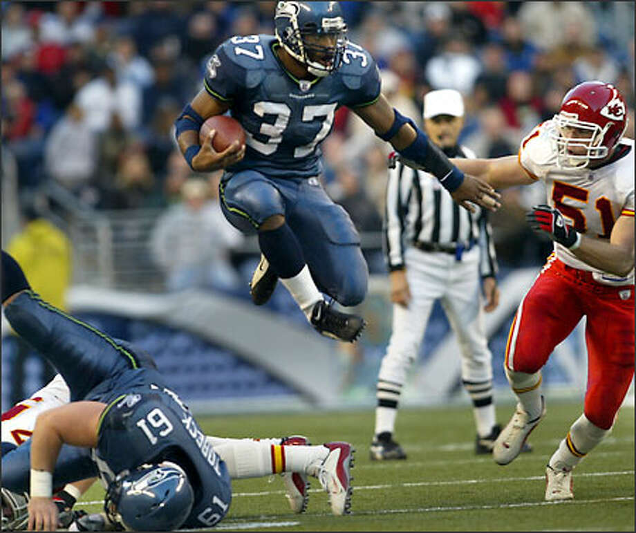 Seahawks running back Shaun Alexander leaps over center Robbie Tobeck, with Chiefs linebacker Scott Fujita in pursuit. Alexander ran for 145 yards. Photo: Dan DeLong, Seattle Post-Intelligencer