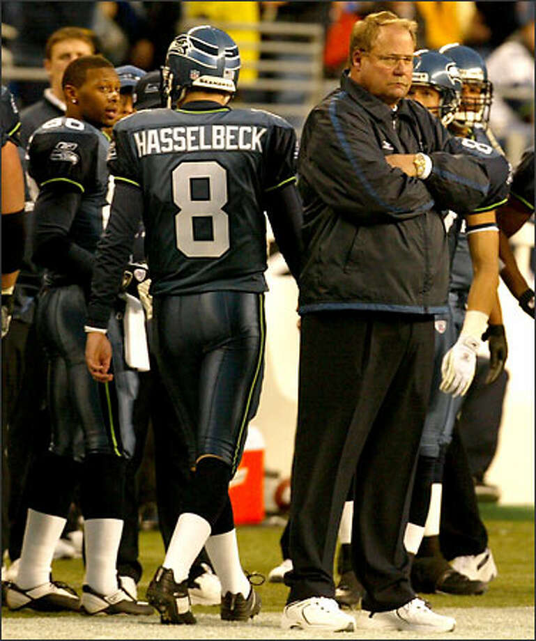 Mike Holmgren seems to be giving quarterback Matt Hasselbeck the cold shoulder after Deltha O'Neal's pickoff. Photo: Grant M. Haller, Seattle Post-Intelligencer