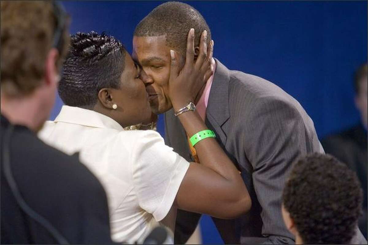 Kevin Durant receives a kiss from his mother Wanda Pratt, after he was chosen second in the 2007 NBA draft by the Seattle Sonics at Madison Square Garden on Thursday, June 28, 2007 in New York. (Robert Caplin/The New York Times)
