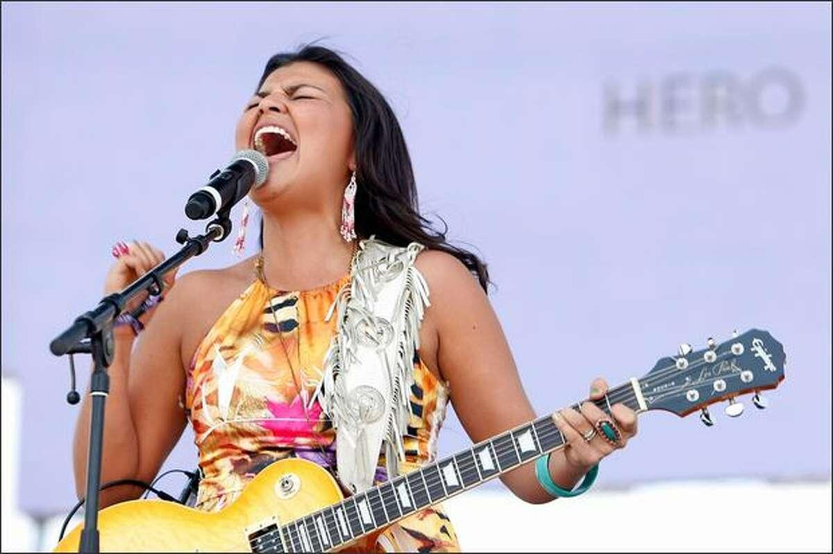 Crystal Shawanda performs.