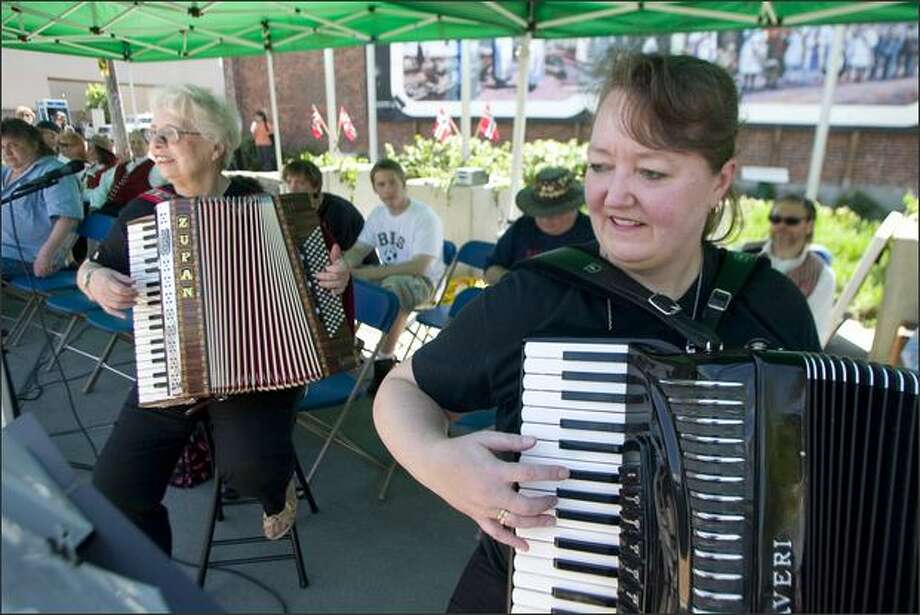 Brenda Beck, right, and her mother Lone Beck entertain the crowd attending the Norwegian Constitution Day festival in Ballard. Photo: Jim Bryant, Seattle Post-Intelligencer