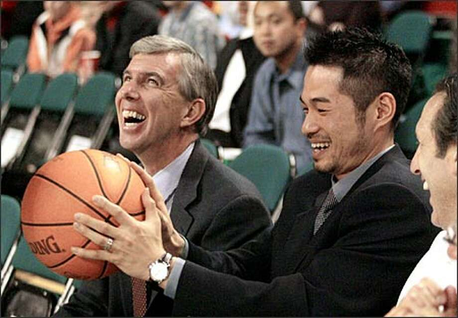Ichiro Suzuki and his agent, Bob Turner, left, join Starbucks owner Howard Schultz for some courtside fun. Photo: Associated Press