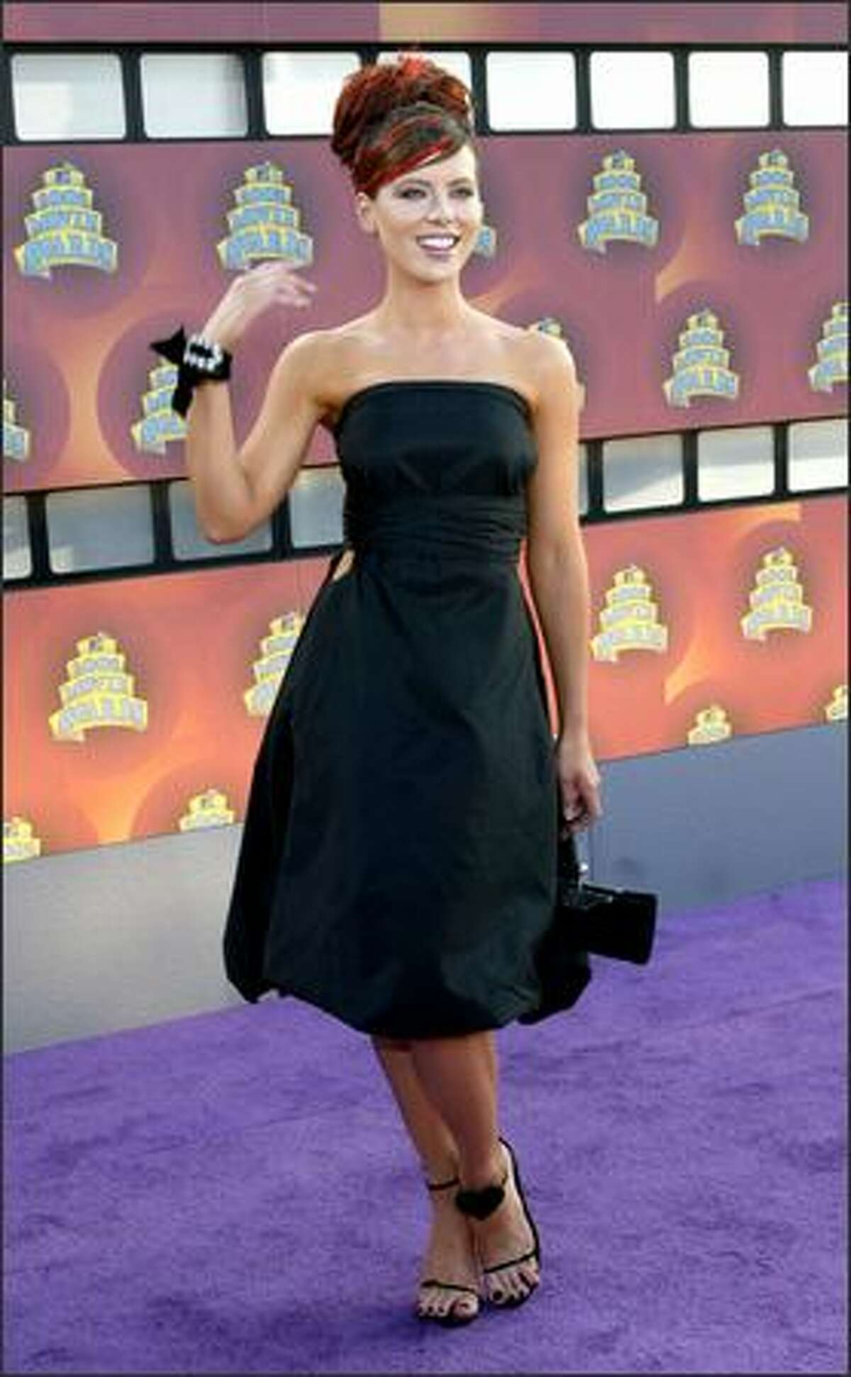Kate Beckinsale attends the 2002 MTV Movie Awards at the Shrine Auditorium in Los Angeles June 1, 2002.