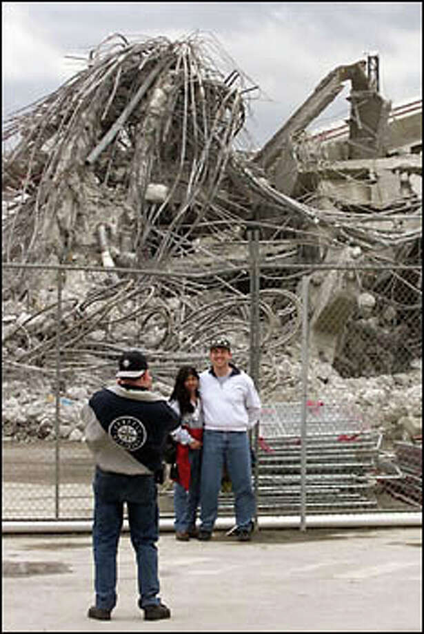 Mariner fans get photos with remains of the Kingdome. Photo: Mike Urban, Seattle Post-Intelligencer