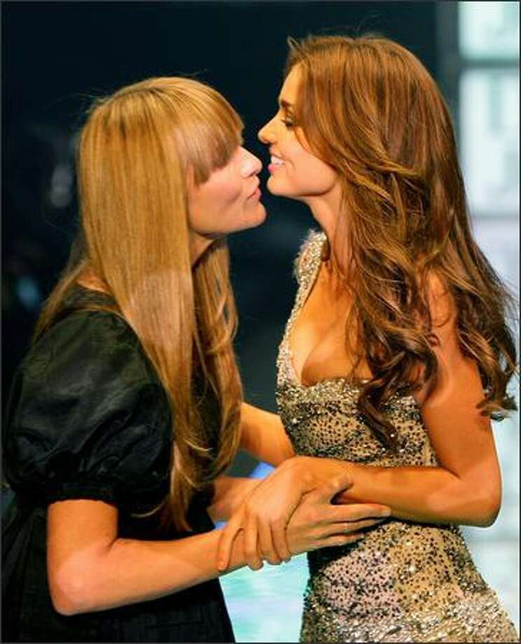 Australian supermodel Miranda Kerr (R) and Paris-based Australian designer Collette Dinnigan (L) kiss at the finale of the David Jones Summer Fashion Show in Sydney on August 5, 2008. The event was Miranda Kerr's debut appearance on the runway for retailer David Jones as the successor to former supermodel Megan Gale. AFP PHOTO/Torsten BLACKWOOD Photo: Getty Images