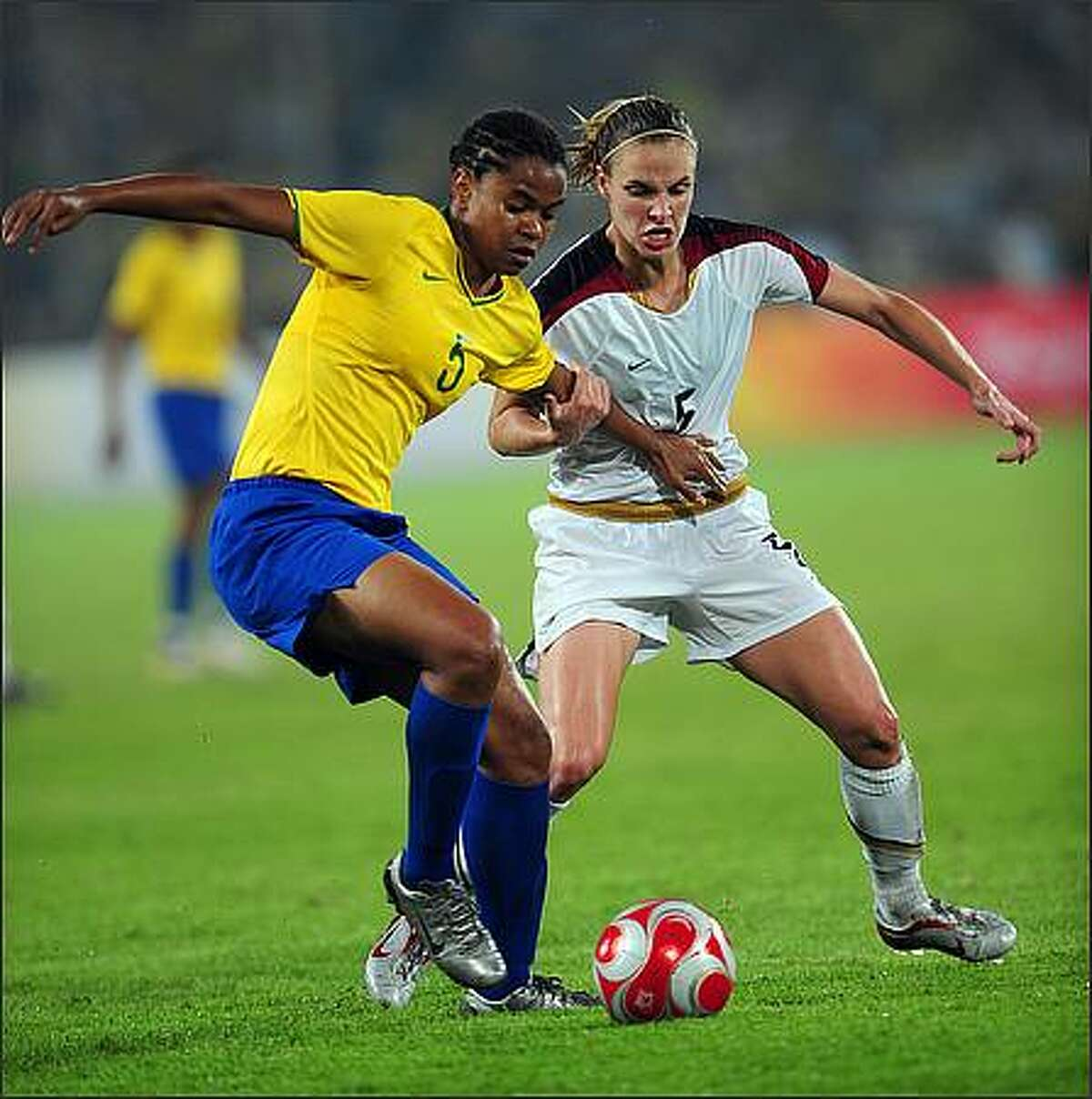 Renata Costa (L) of Brazil vies with Lindsay Tarpley from US during the women's gold medal football match in the 2008 Beijing Olympic Games in Beijing.
