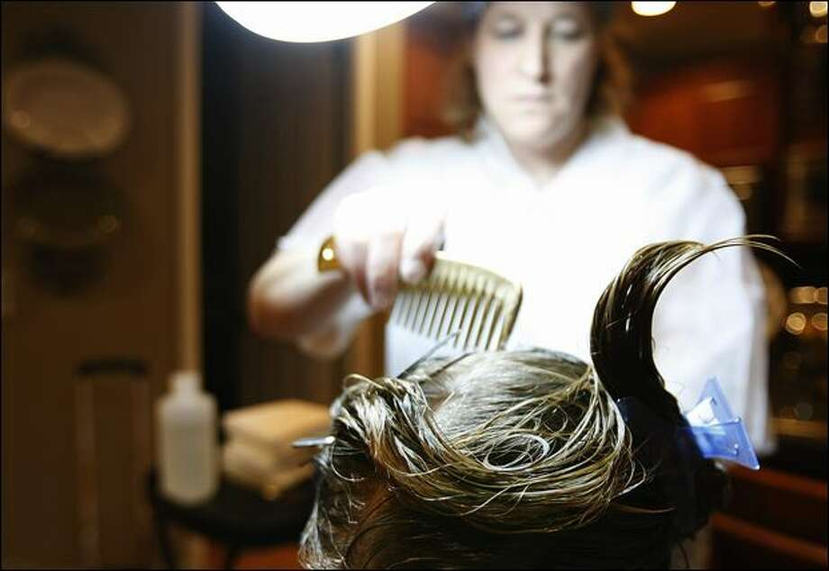 Nancy Gordon, owner of Lice Knowing You, works on a client's head to remove lice. Photo: Brad Vest/Seattle Post-Intelligencer