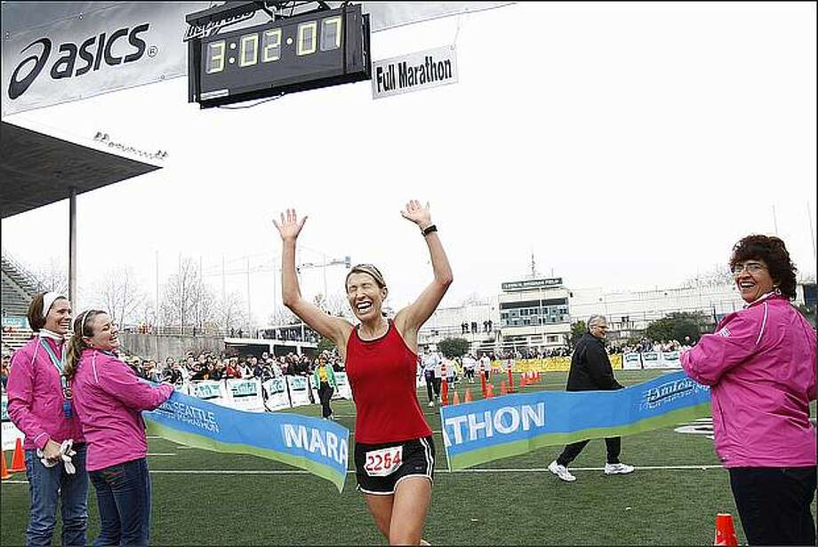 Annie Thiessen wins the women's division of the  2008 Seattle Marathon. Her official time was 3:02:06. Photo: Brad Vest/Seattle Post-Intelligencer