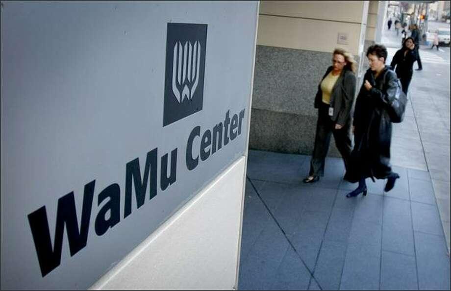 Employees enter WaMu Center after a meeting at Benaroya Hall Monday. (Seattle Post-Intelligencer, Andy Rogers) Photo: Andy Rogers/Seattle Post-Intelligencer