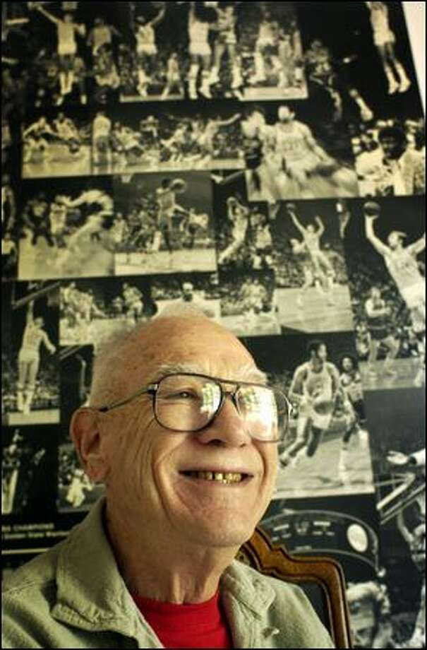 Dick Vertlieb won the 1975 NBA title with the Warriors, beating the Sonics in the playoff semis. Photo: Ap File/2004