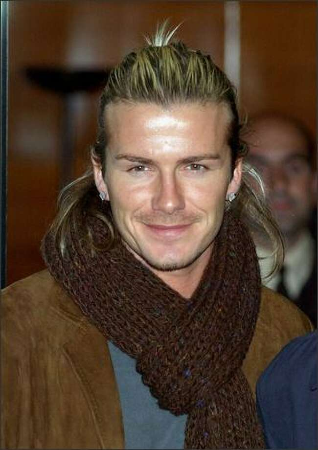 David Beckham visits hospital La Zarzuela in Madrid, Spain to give some presents to children on Dec. 11, 2003. Photo: Getty Images