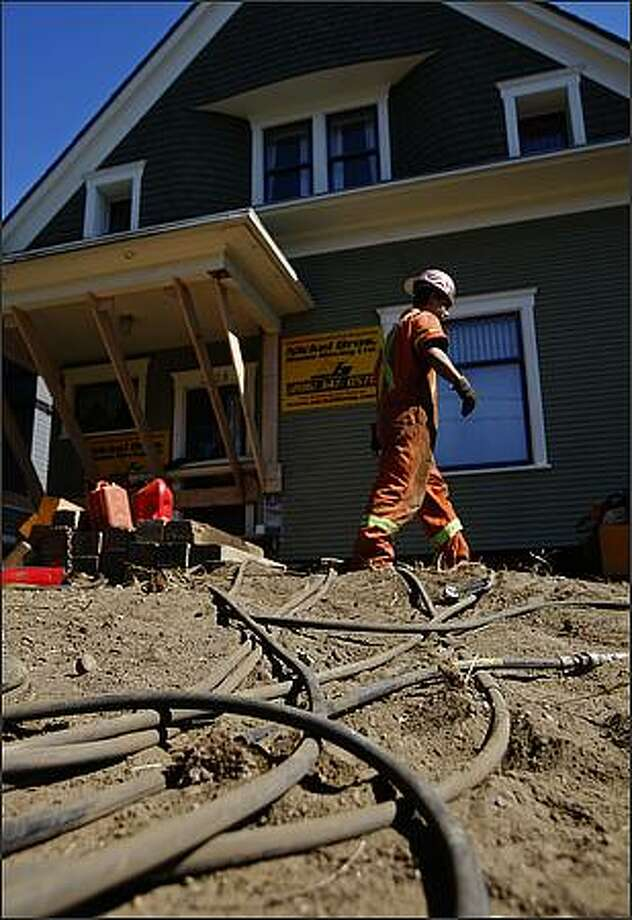 Hydraulic lines used for the six 15-ton jacks underneath the house, run from one of the Nickel Bros. House Moving Ltd.  trucks to the house.  September 4, 2008. Photo: Brad Vest, Seattle Post-Intelligencer