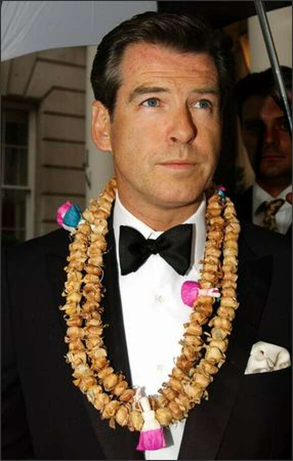 Actor Pierce Brosnan arrives for the Indian Palace Ball, a benefit for UNICEF, at the In and Out Club July 5, 2002 in London, England. Photo: Getty Images