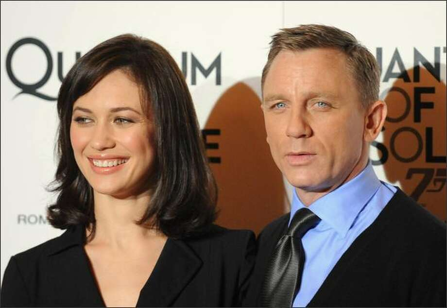 Ukrainian actress Olga Kurylenko (L) and British actor Daniel Craig pose during the photocall of their new James Bond 007 movie, Quantum of Solace on November 5, 2008 in Rome. Photo: Getty Images