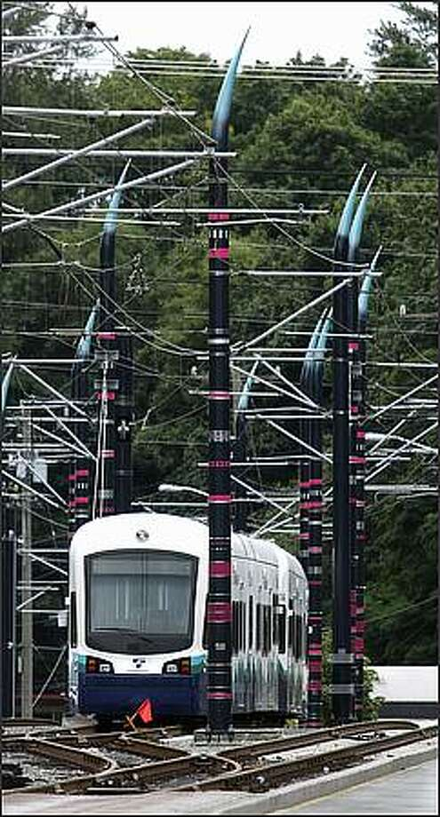 Claw-like poles that support power lines just south of the Rainier Beach station along the Sound Transit Link light rail line. Thursday, Sept. 25, 2008. Photo: Andy Rogers, Seattle Post-Intelligencer