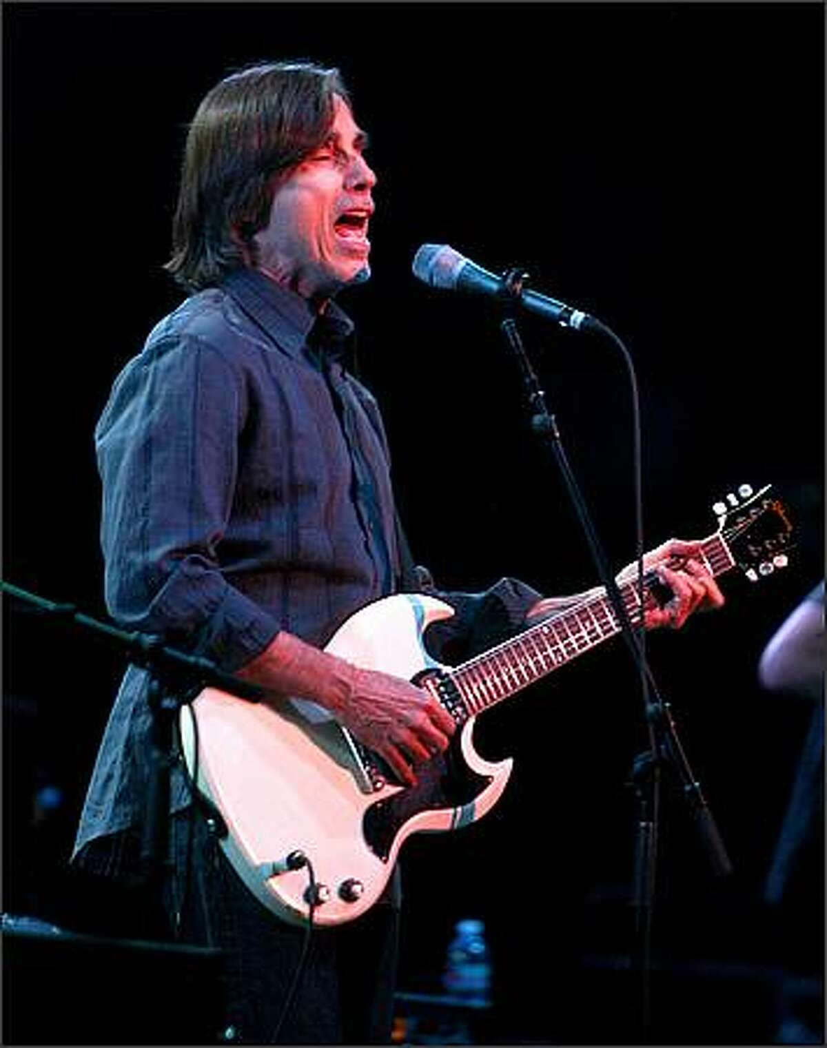 Jackson Browne belts out a song.