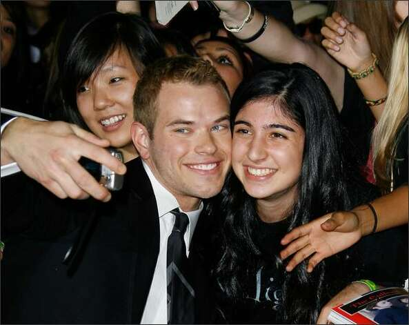 Actor Kellan Lutz (Emmett Cullen) knew how to mug with fans right from the start of the film saga.  (Getty Images) Photo: Getty Images