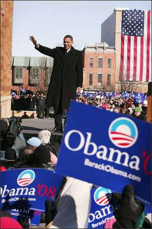 Senator Barack Obama (D-IL) waves to a crowd gathered on the lawn of the old State Capital Building Feb. 10, 2007 in Springfield, Illinois. Obama announced to the crowd that he would seek the Democratic nomination for President. Photo: Getty Images