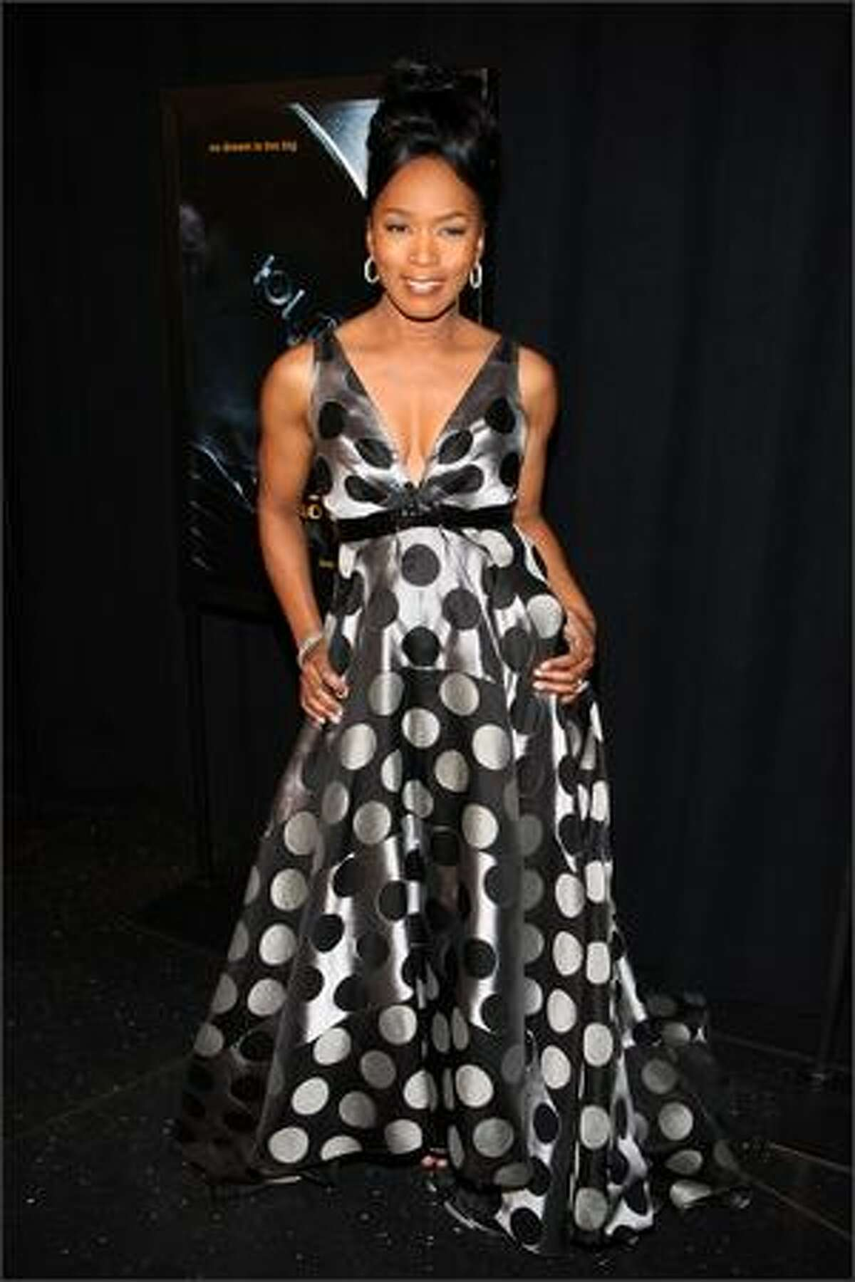 NEW YORK - JANUARY 07: Actress Angela Bassett attends the premiere of