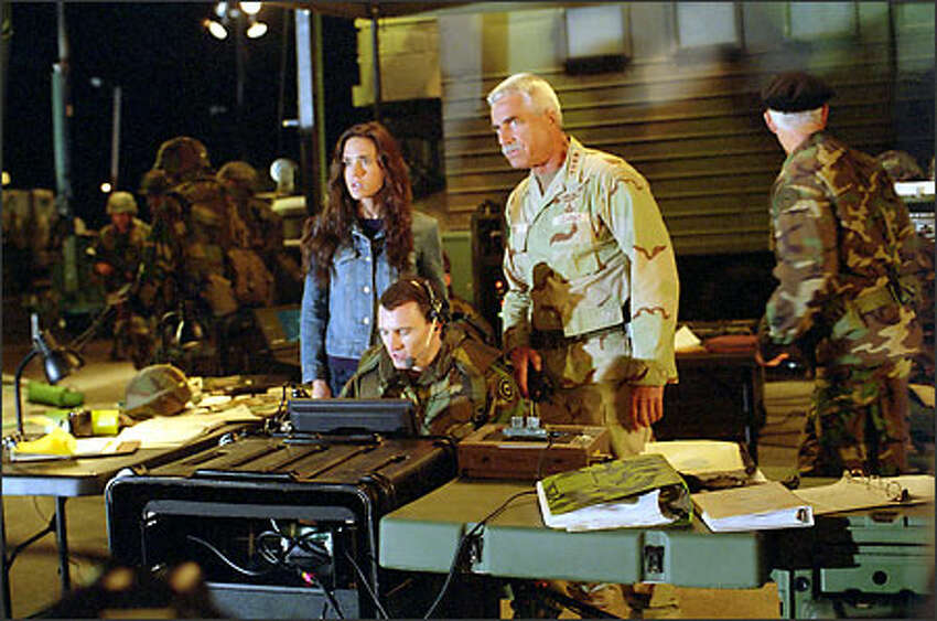 Betty Ross (Jennifer Connelly) and her father, General