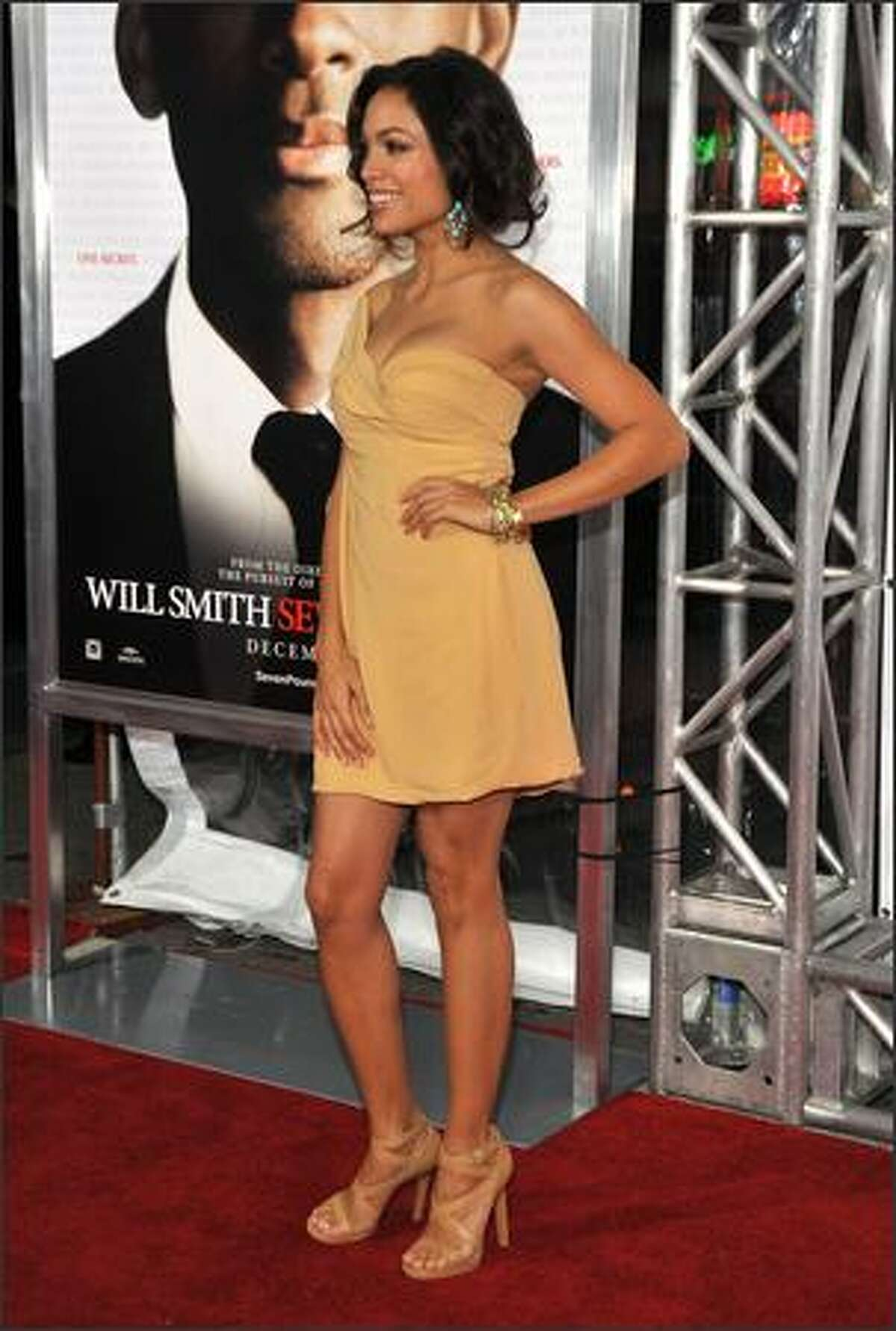 Rosario Dawson arrives at the premiere of Columbia Pictures'