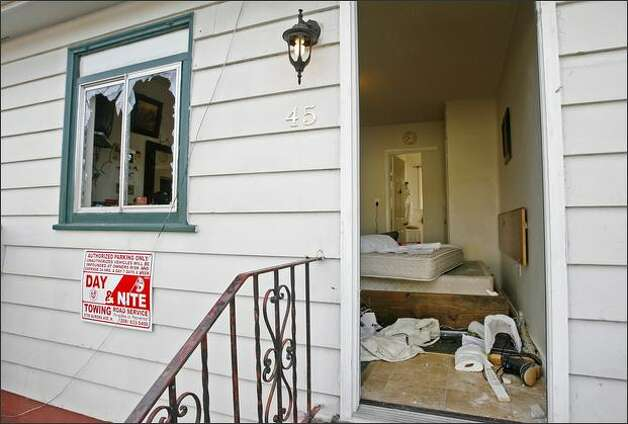 Seattle police officers shot and killed a knife-wielding man at this room at the Seal Motel in Seattle early Wednesday. Police tried twice to subdue the man with a Taser. It was the second fatal officer-involved shooting this year. Photo: Dan DeLong/Seattle Post-Intelligencer