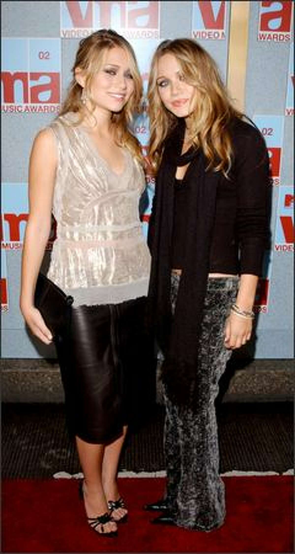 Ashley (left) and Mary-Kate arrive at the 2002 MTV Video Music Awards in New York, Aug. 29, 2002.