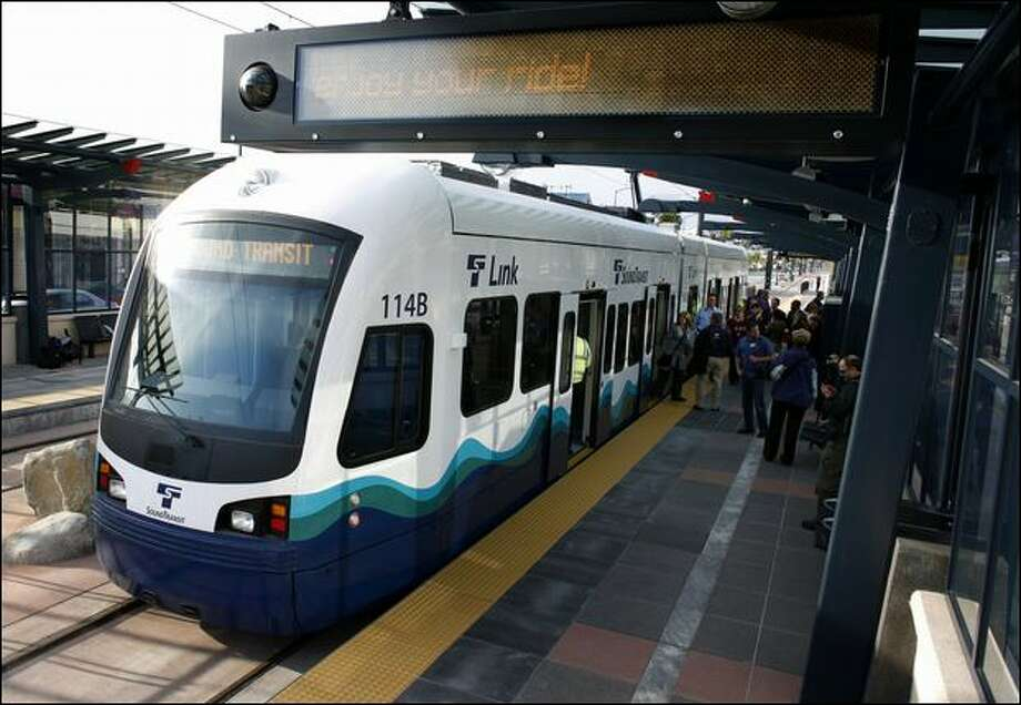 Sound Transit's Link Light Rail train travels from Rainier Valley to Tukwila. Photo: Joshua Trujillo/Seattle Post-intelligencer File