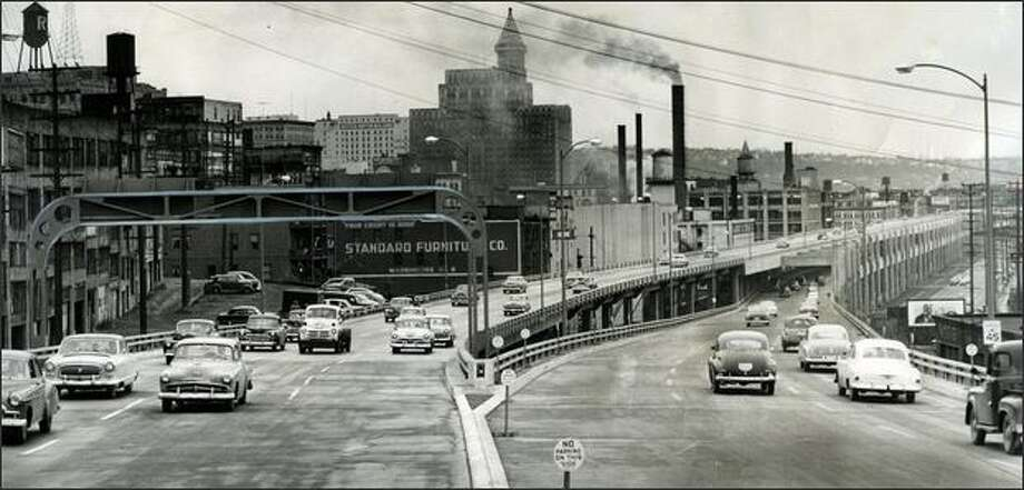 Traffic moves over the Alaskan Way Viaduct after opening ceremonies on Saturday, April 4, 1953. The view is to the south. (P-I photo by Tom Carson) Photo: Museum Of History And Industry