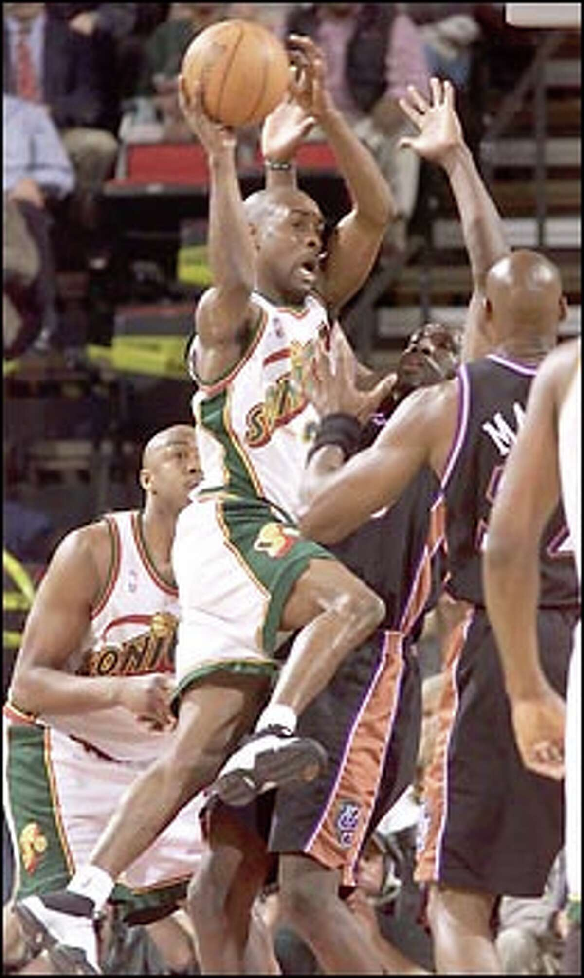Sonics point guard Gary Payton drives against the Jazz defense in the first quarter of Seattle's win in KeyArena.