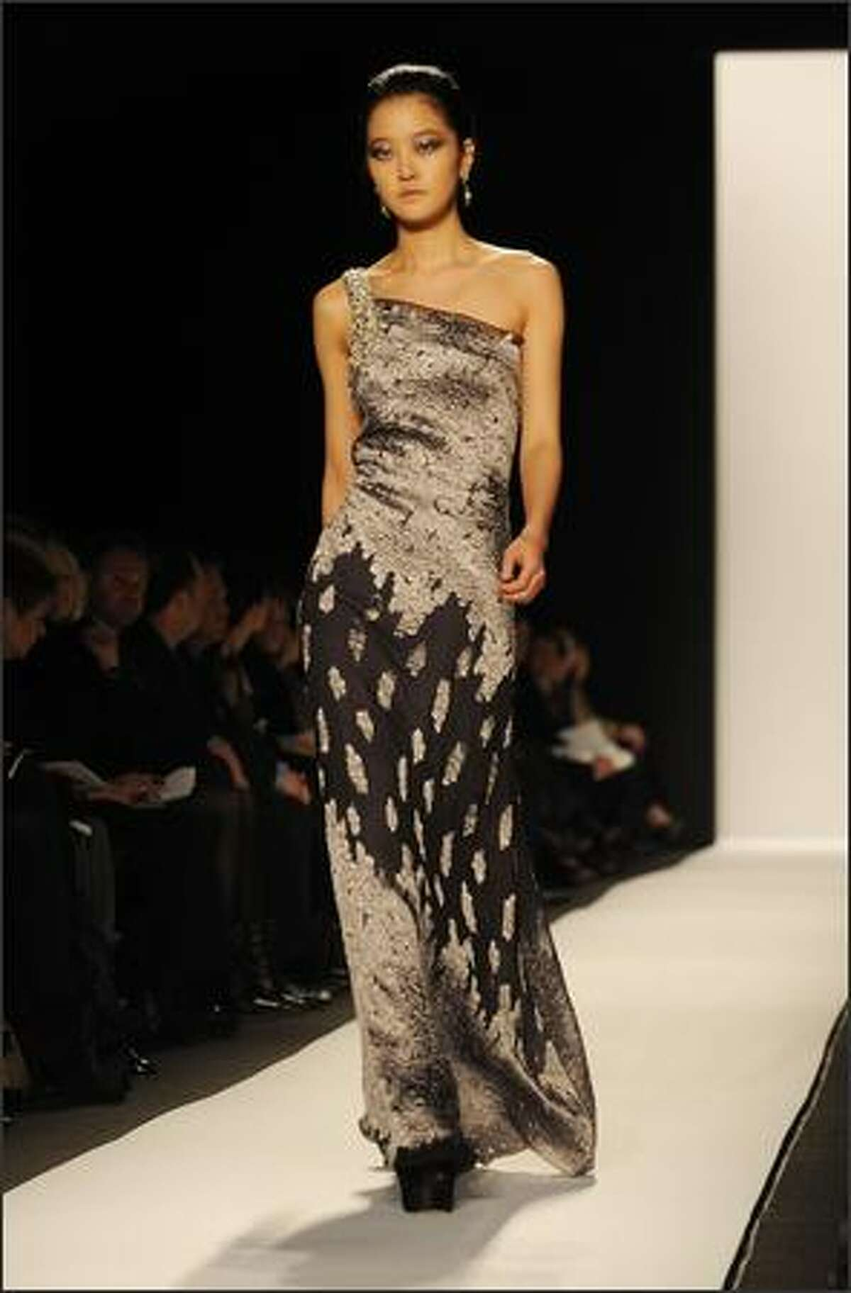 A model presents an outfit by Badgley Mischka February 17, 2009 during the 2009 Mercedes Benz Fashion Week in New York. AFP PHOTO/Stan Honda