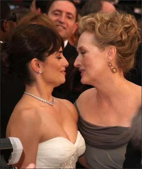 Actresses Penelope Cruz and Meryl Streep arrive at the 81st Annual Academy Awards held at Kodak Thea