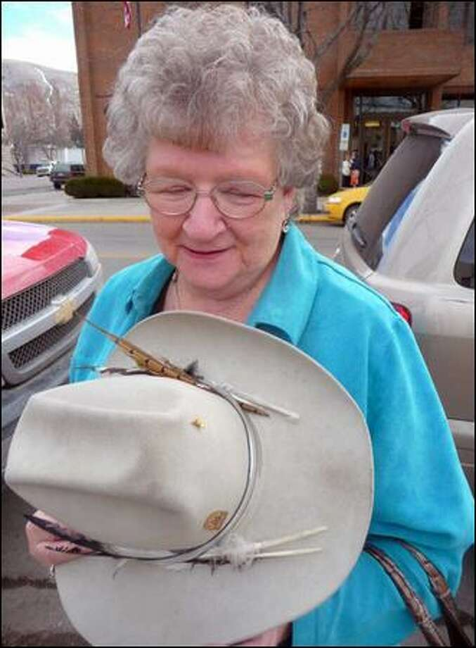 Norita Skramstad took a hat that belonged to her husband, Les, to the trial of W.R. Grace in Missoula. Les had asked that the hat be taken along if he died before trial. Photo: Andrew Schneider/Associated Press