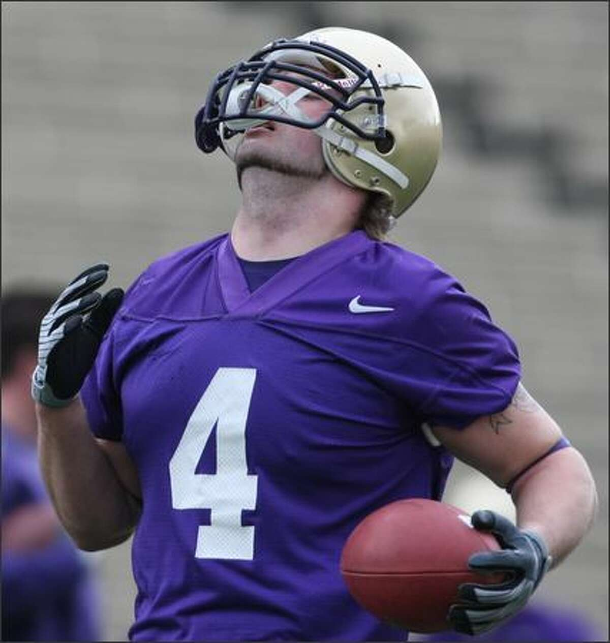 Chris Izbicki runs with the ball during the Huskies' first spring practice session.