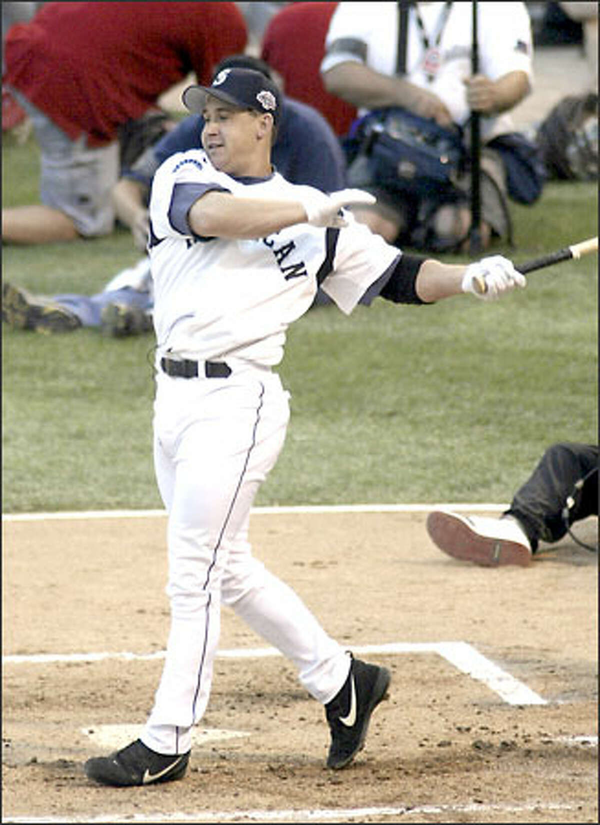 Bret Boone became the first player since Anaheim's Troy Glaus two years ago not to hit a home run.