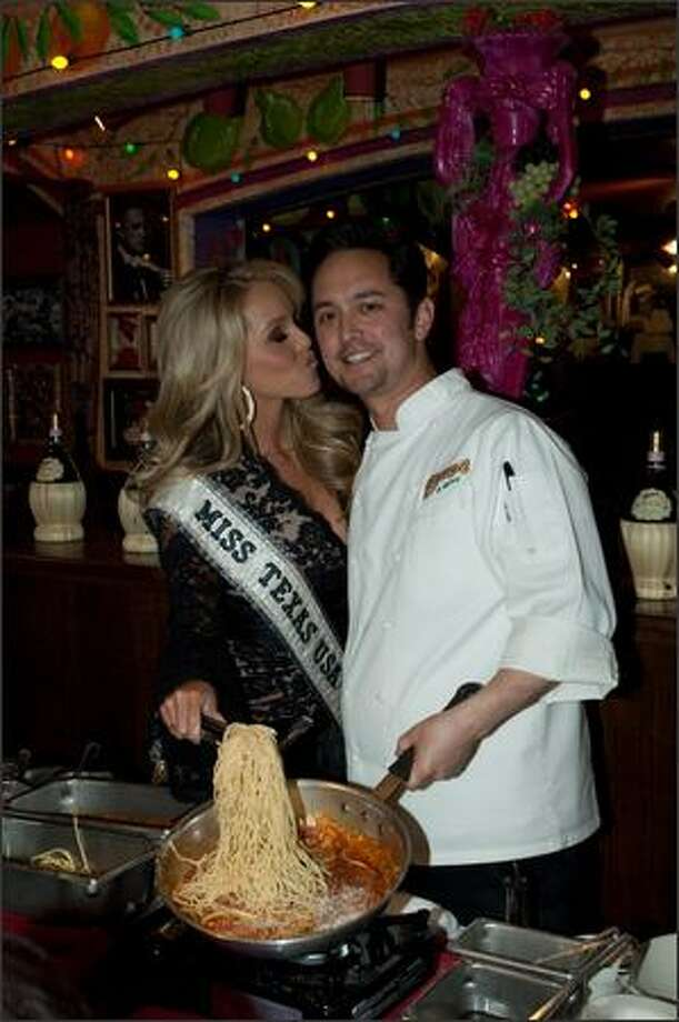 Brooke Daniels, Miss Texas USA 2009, cooks with Corporate Chef Michael Miyahara at Buca di Beppo. Photo: Miss Universe L.P., LLLP