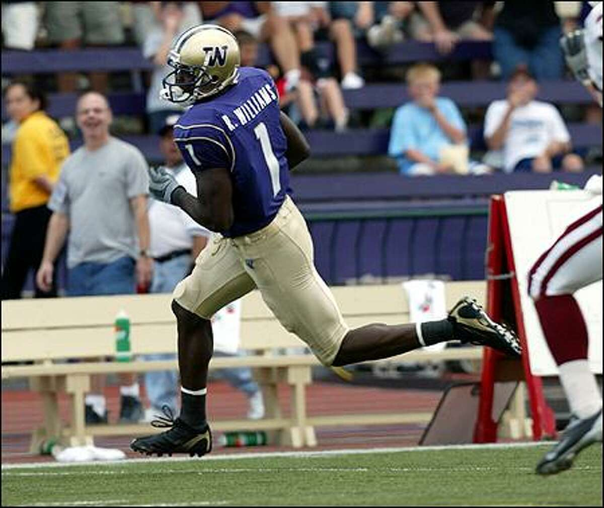 The UW's Reggie Williams flys down the sideline on a 70-yard pass play from Cody Pickett a third-quarter touchdown against Indiana.