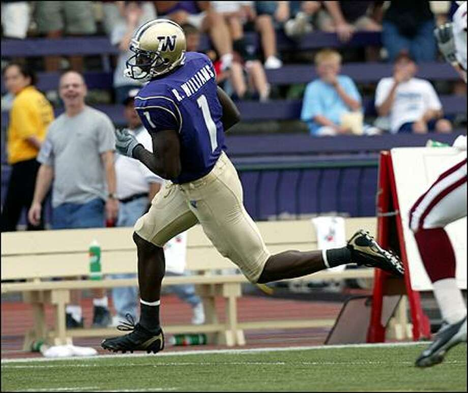 The UW's Reggie Williams flys down the sideline on a 70-yard pass play from Cody   Pickett a third-quarter touchdown against Indiana. Photo: Grant M. Haller, Seattle Post-Intelligencer