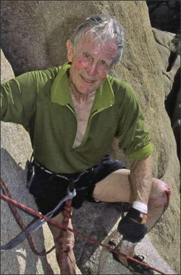 Stimson Bullitt, then 83, climbs a tough route in Joshua Tree National Park in November 2002. Photo: /