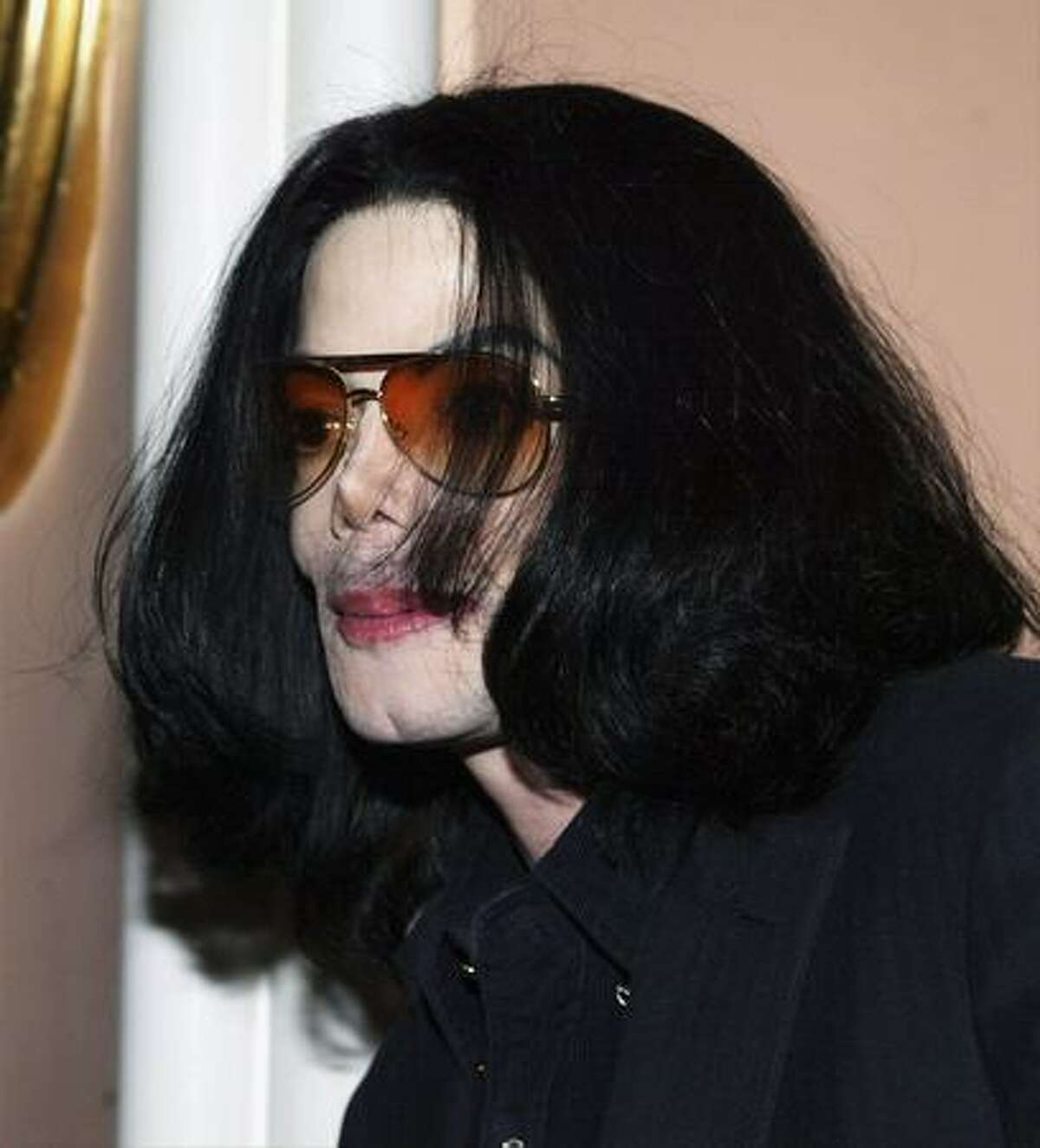 Singer Michael Jackson attends the Light the Way for Lupus Los Angeles benefit at the Beverly Hills Hotel October 1, 2003 in Beverly Hills, California.