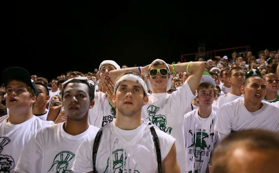 Skyline High School fans react to Oaks Christian gaining yardage in the second half. Photo: Joshua Trujillo, Seattlepi.com