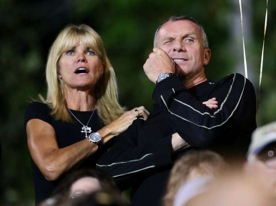 Hall of Fame quarterback Joe Montana and his wife Jennifer watch their son and Oaks Christian quarterback Nick Montana play against Skyline High School during a nationally televised game. Photo: Joshua Trujillo, Seattlepi.com