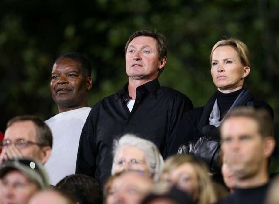 Wayne Gretzky, center, and his wife Janet Jones watch the game between Oaks Christian and Skyline High School. Gretzky's son is the backup quarterback for Oaks Christian. Photo: Joshua Trujillo, Seattlepi.com