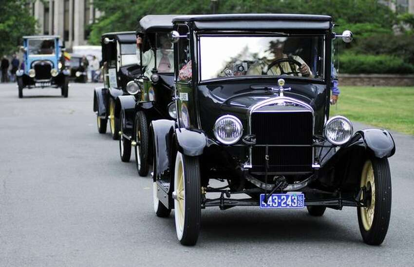 Ford Model T's drive down Rainier Vista to Drumheller Fountain on the UW campus.