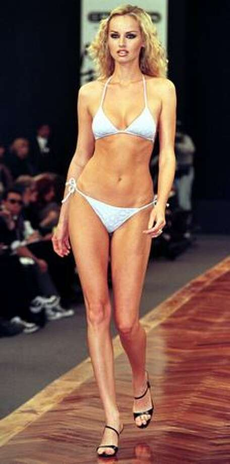 Slovak supermodel Adriana Sklenarikova shows a bikini. Photo: Getty Images