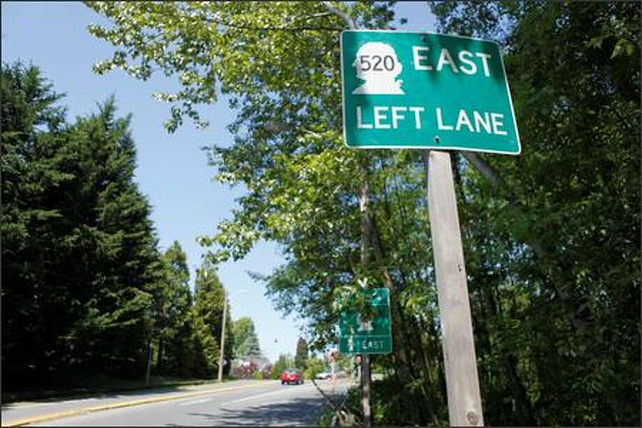A Seattle Department of Transportation official admitted this road sign for SR-520 east, located in the Arboretum, is misleading. He said SDOT will replace it. Photo: Clifford DesPeaux/seattlepi.com